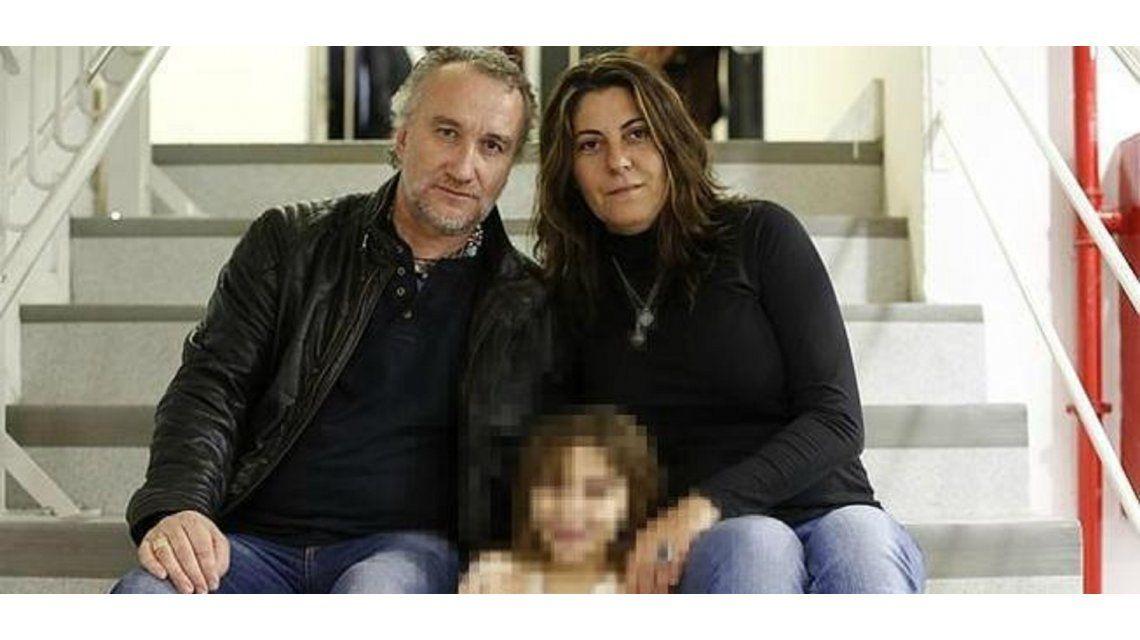 Nadia junto a sus padres