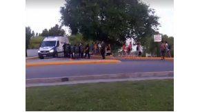 La policía y jóvenes se enfrentaron en Neuquén.