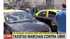 Los taxistas cortan la esquina de las avenidas 9 de Julio y Corrientes