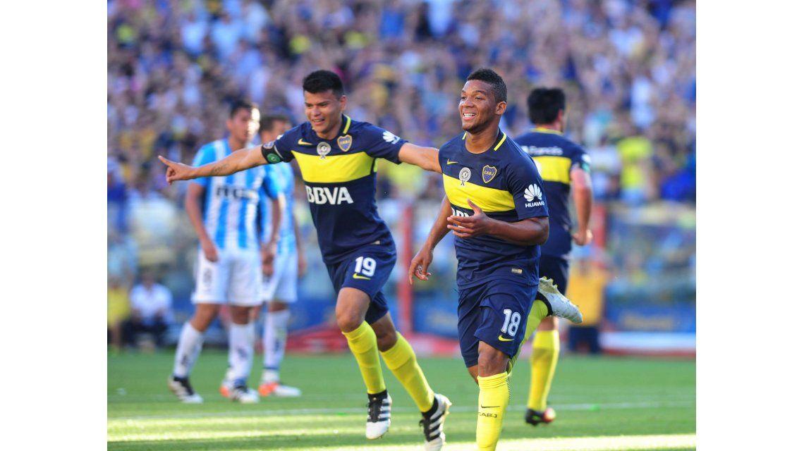 Boca festeja el gol de Insúa en contra