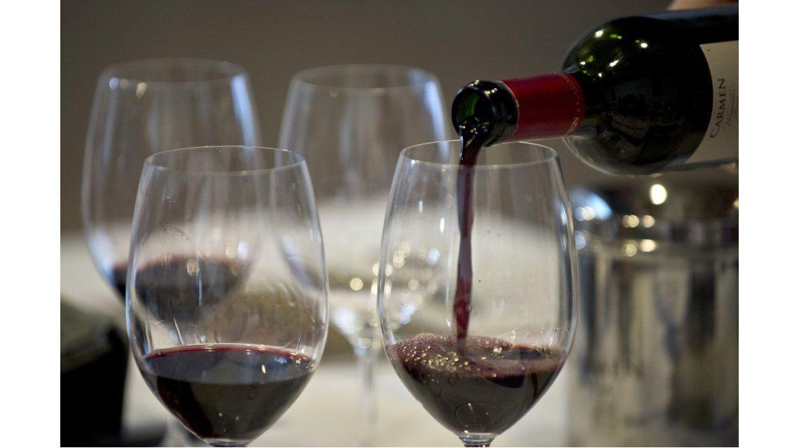 ¿Cuántas calorías tienen el vino y la cerveza?