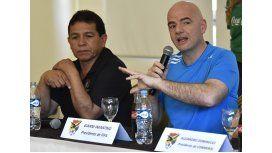 López junto a Infantino, presidente de FIFA