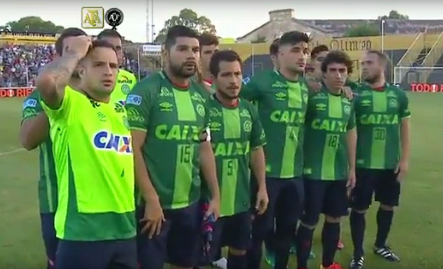 Emotivo homenaje de San Lorenzo a Chapecoense