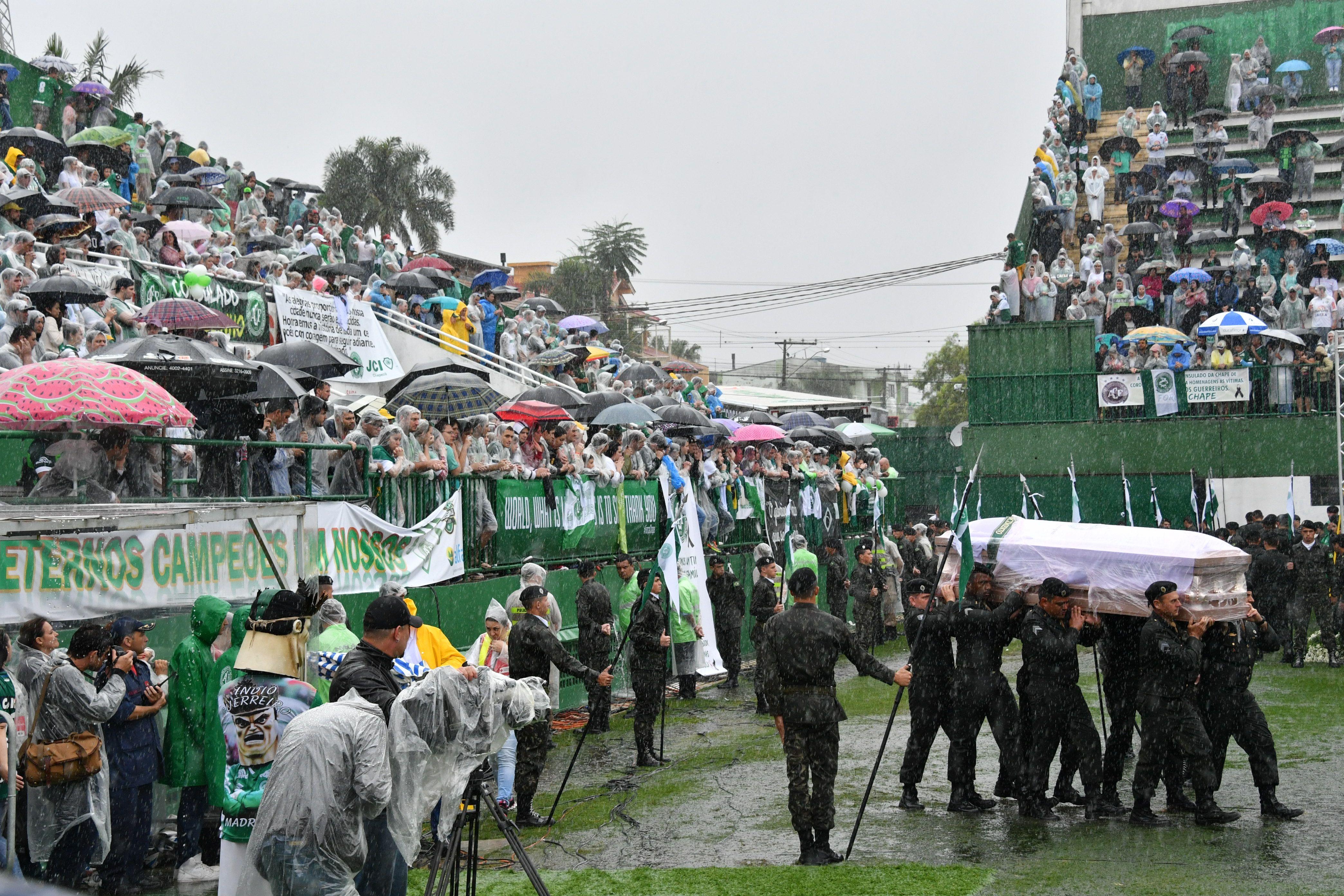 Chapecoense: los hinchas despiden a sus guerreros