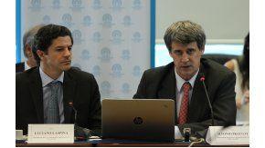 Alfonso Prat Gay defendió el proyecto oficial de Ganancias