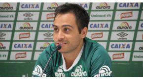 Alejandro Martinuccio no viajó con el resto del plantel por lesión