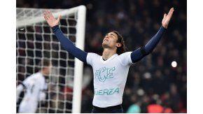 El delantero uruguayo y un festejo emotivo que el árbitro no entendió