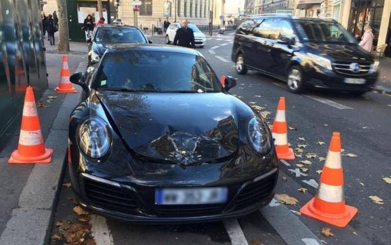 Le detonaron el Porsche