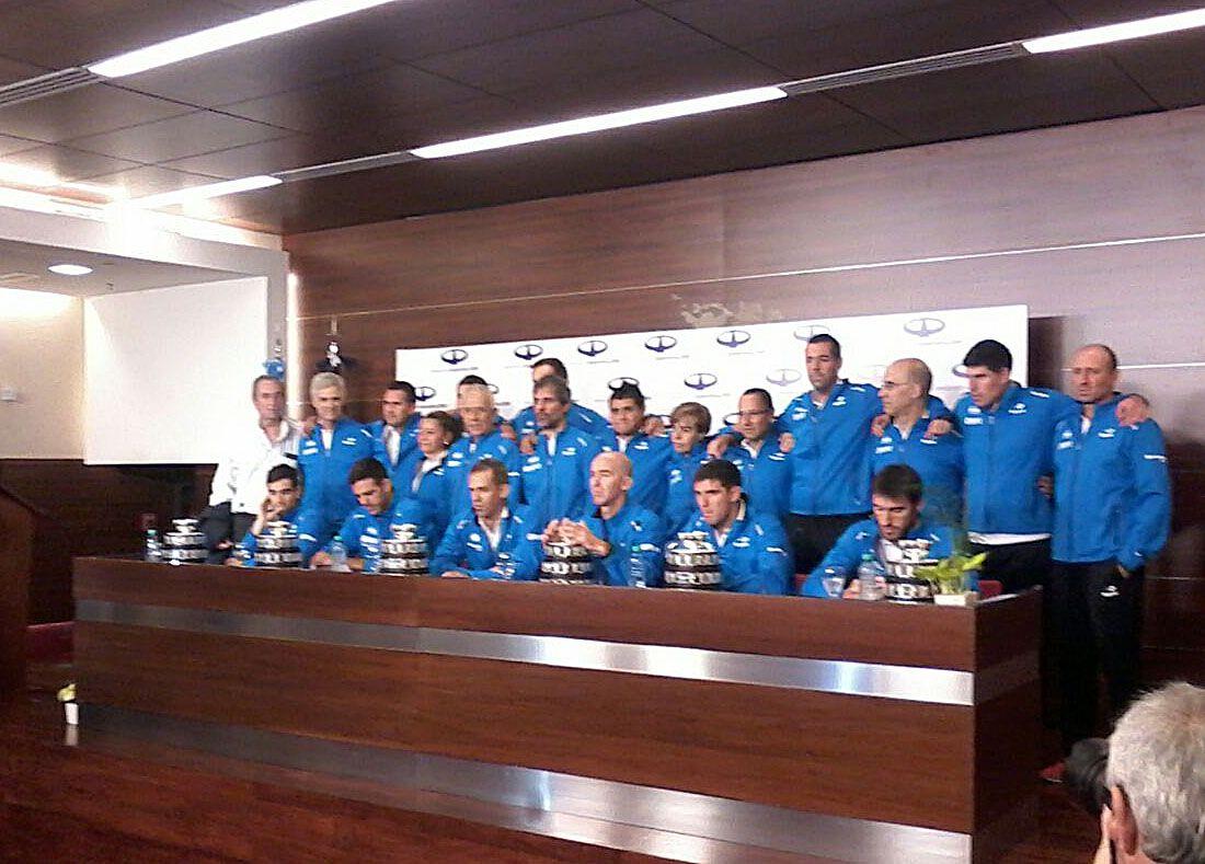 La delegación completa que trajo la Copa desde Zagreb