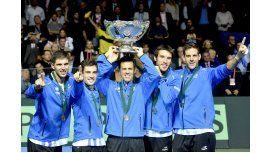 El equipo argentino levantando la Ensaladera en Zagreb