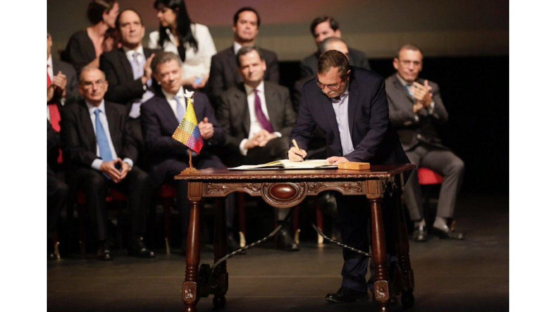 Colombia y las FARC firman acuerdo de paz