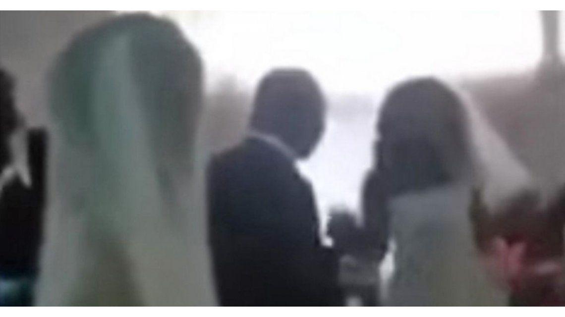 Captura de la amante entrando al altar para arruinar la boda de su pareja