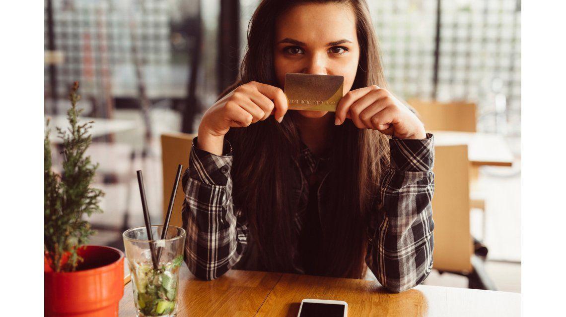 Los jóvenes podrán tener tarjeta de débito