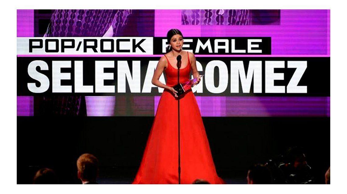 Reapareció Selena Gomez.