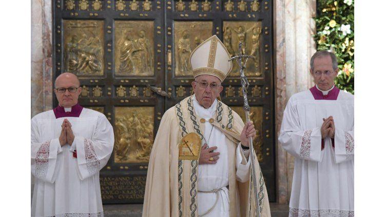 El Papa autoriza a sacerdotes a absolver el pecado del aborto