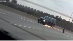 Pierde la rueda en medio de la autopista