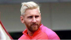 Lionel Messi stalkea a Nico Vázquez.