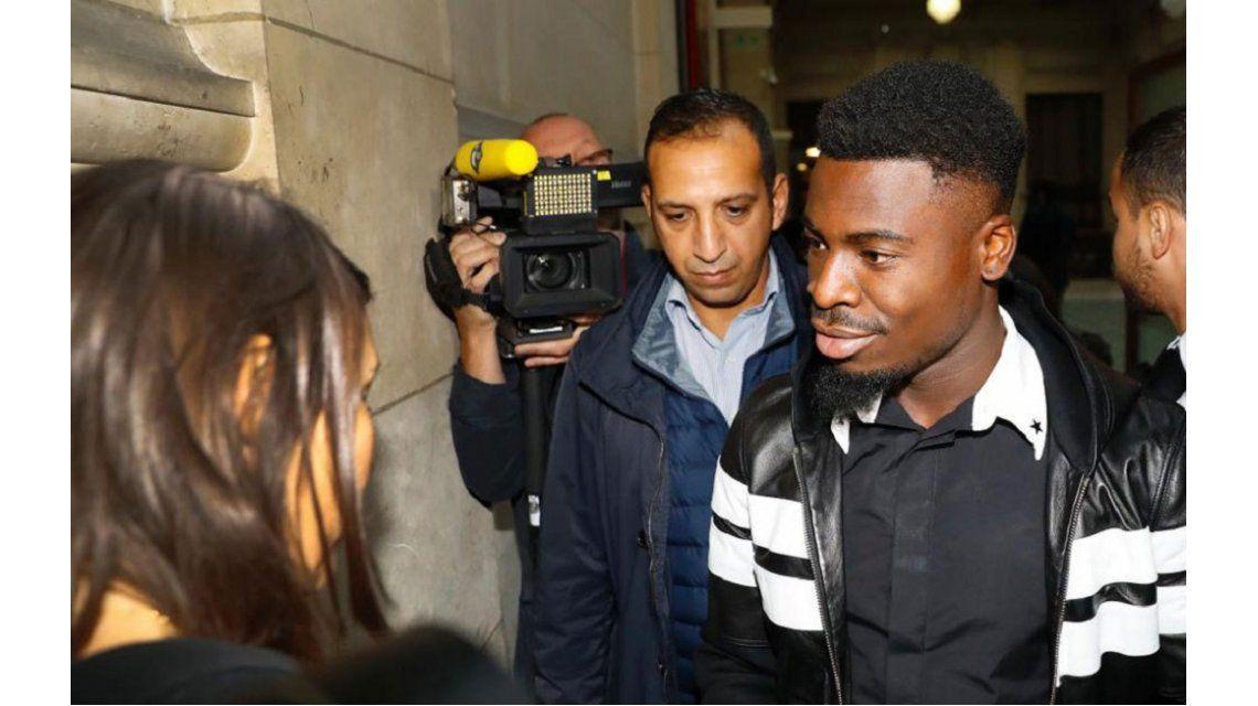 La policía no dejó ingresar a Serge Aurier al Reino Unido