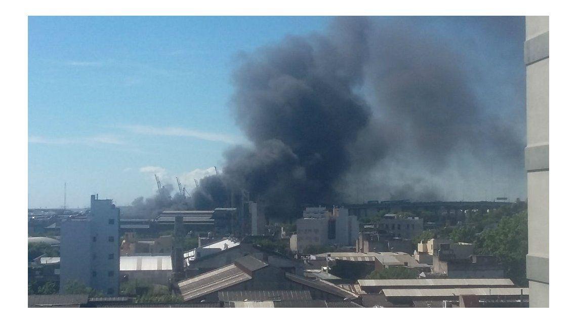 El humo redujo la visibilidad en la Autopista Buenos Aires-La Plata.