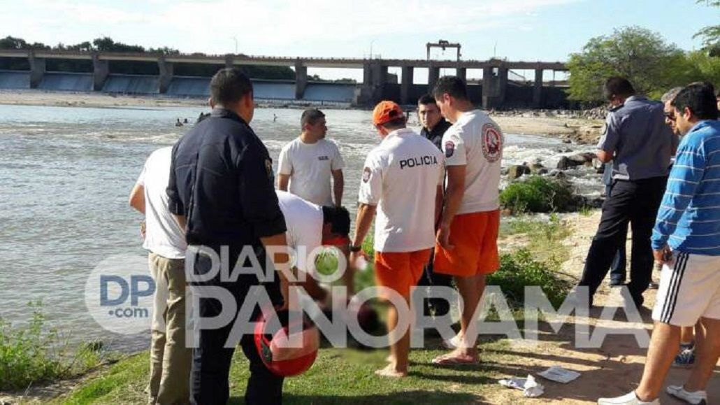 Así rescataban a Juan Jiménez de 34 años quien cayó al dique Los Quiroga