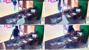 Un sicario le disparó a un empleado en un local de Brasil.