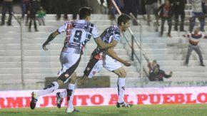 El festejo de Patronato en un partido que valió seis puntos