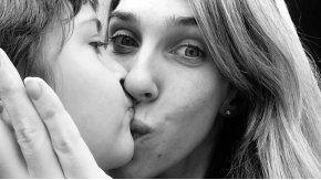 Una mujer debe entregar su hijo de 8 años a su ex en Estados Unidos.