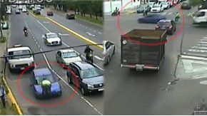 Una mujer atropelló a un agente para evitar un control.