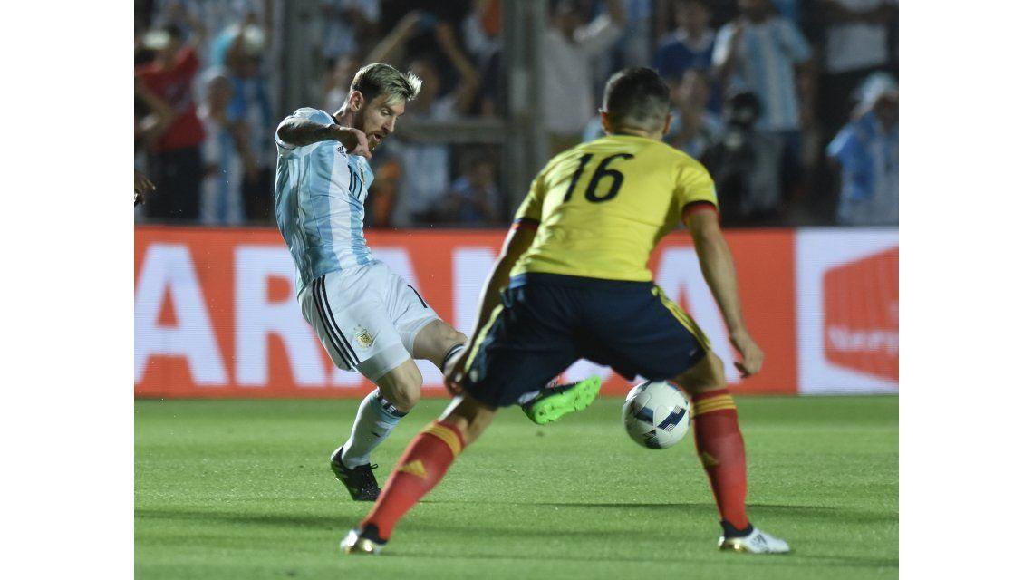 Messi se iluminó e hizo otro golazo
