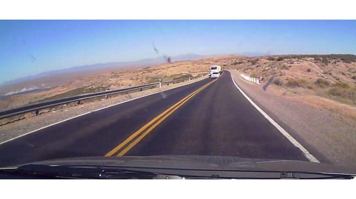 Un hombre subió un video a YouTube para denunciar la mala maniobra de un conductor sobre la ruta 237 en Neuquén.