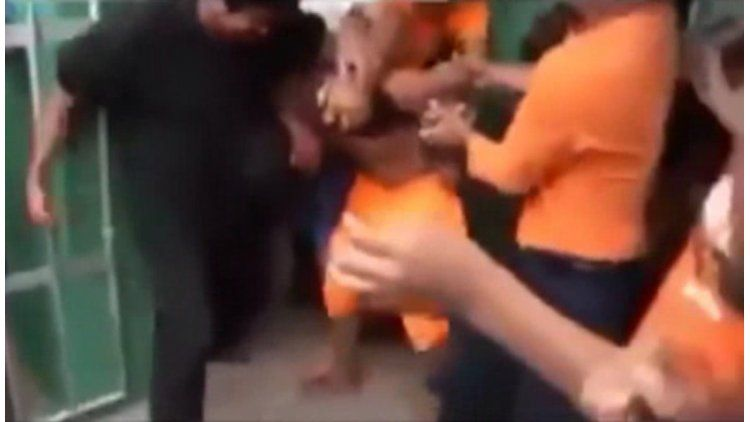 Una multitud ahorcó a un abusador en una plaza de Bolivia.