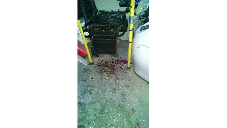 Un chofer de la línea 216 fue atacado a cuchillazos.