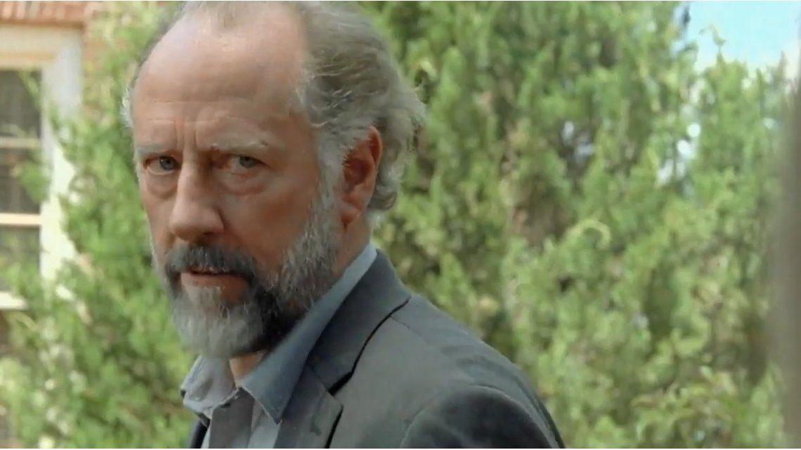 Gregory (Xander Berkeley) tomará una decisión difícil.