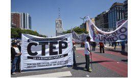 Organizaciones sociales marcharon por la emergencia social