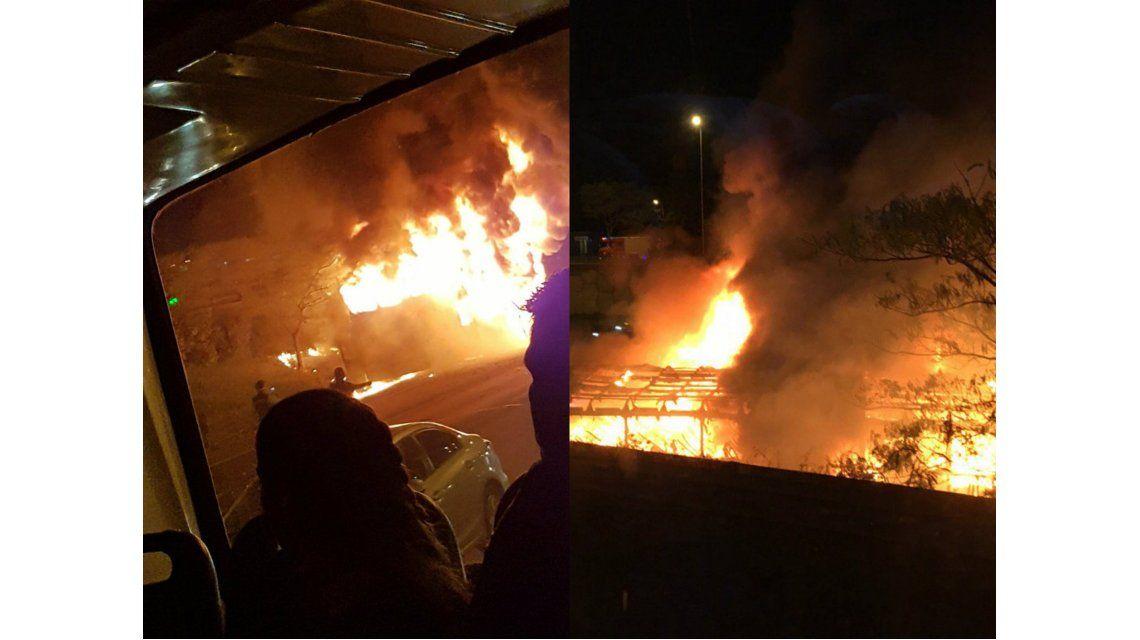 incendio micro en Panamericana. imagen de Twitter