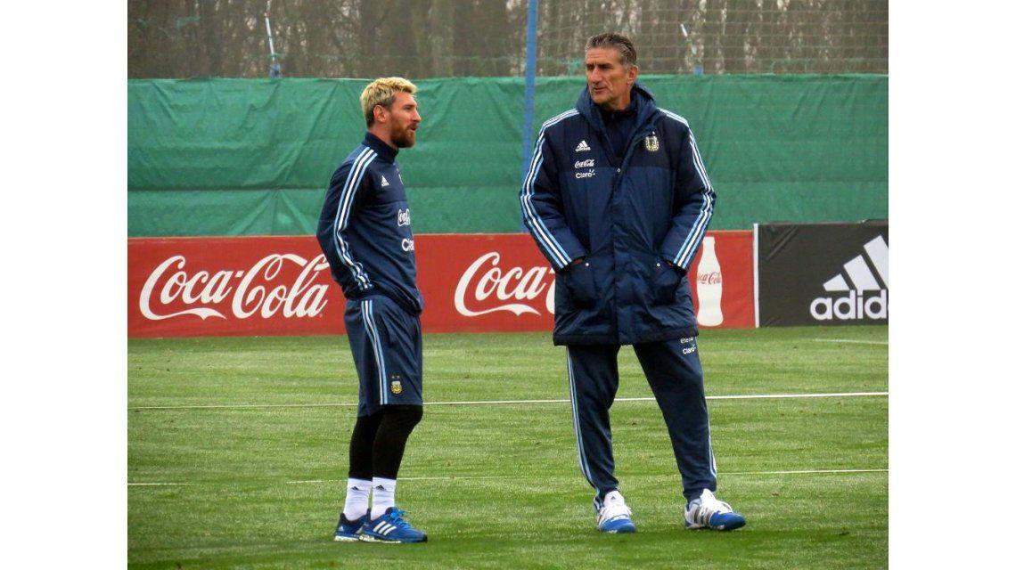 Lionel Messi y Edgardo Bauza entrenando en el predio de la AFA en Ezeiza