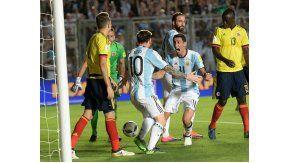 Di María festeja con Messi el tercer gol