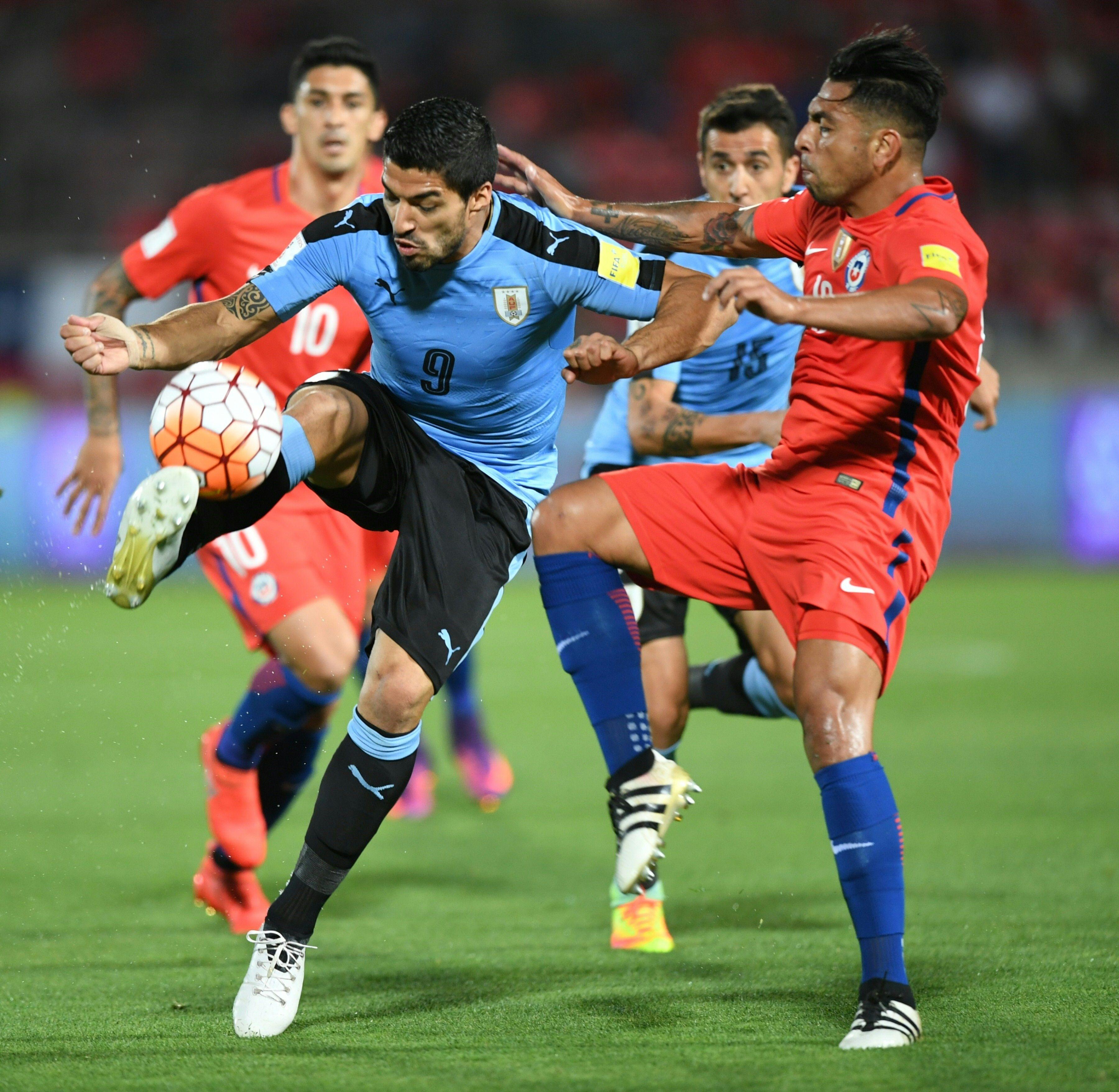 Chile y Uruguay se enfrentan en Santiago por Eliminatorias