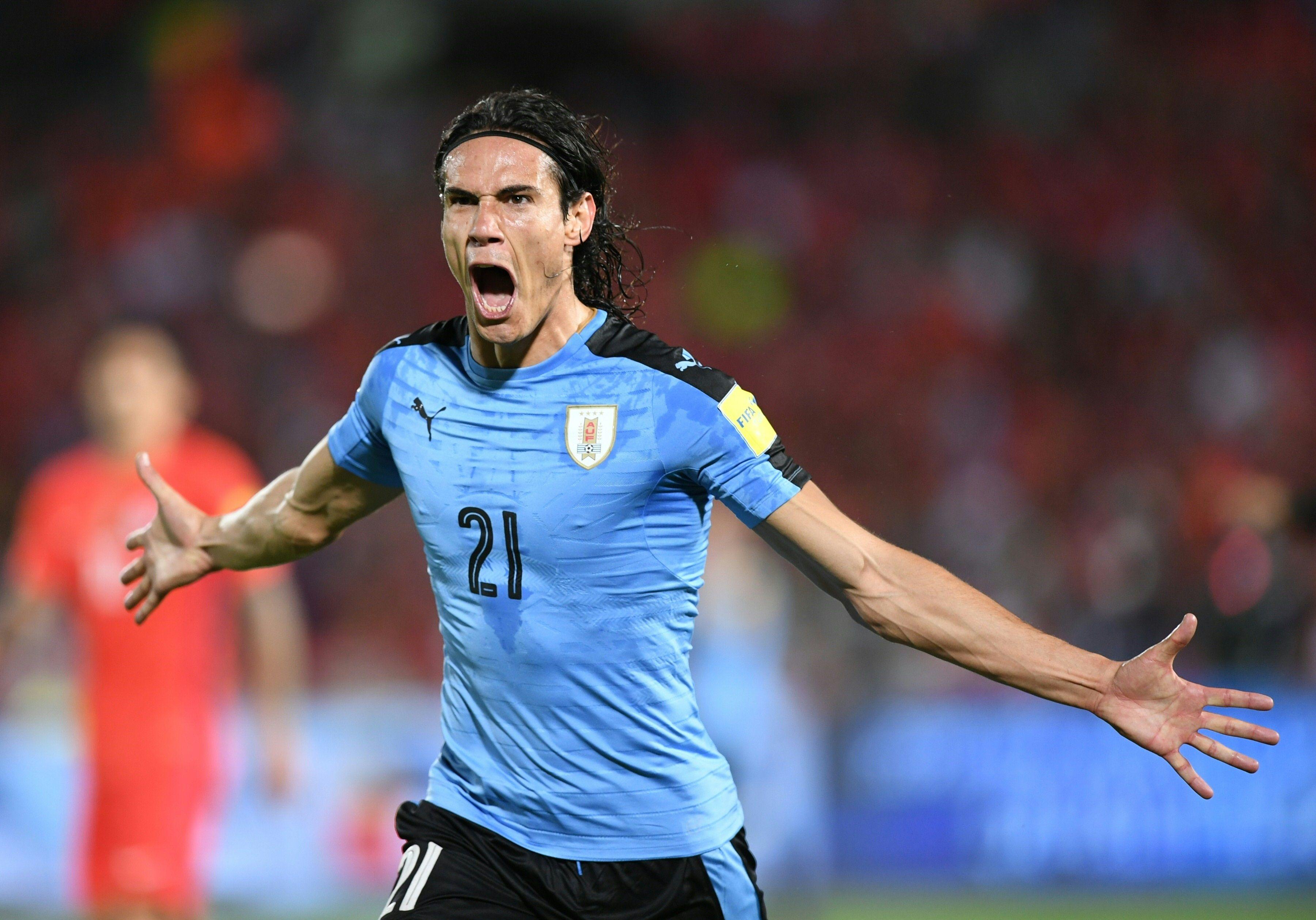 Edinson Cavani anotó el primer gol de Uruguay ante Chile en Santiago por Eliminatorias