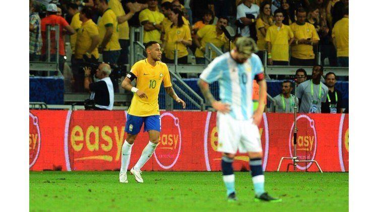 Neymar Jr. festeja y Messi sufre