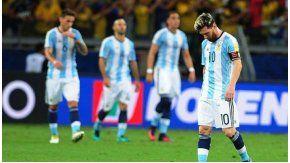 Lionel Messi, cabizbajo, tras la goleada de Brasil ante Argentina en Belo Horizonte