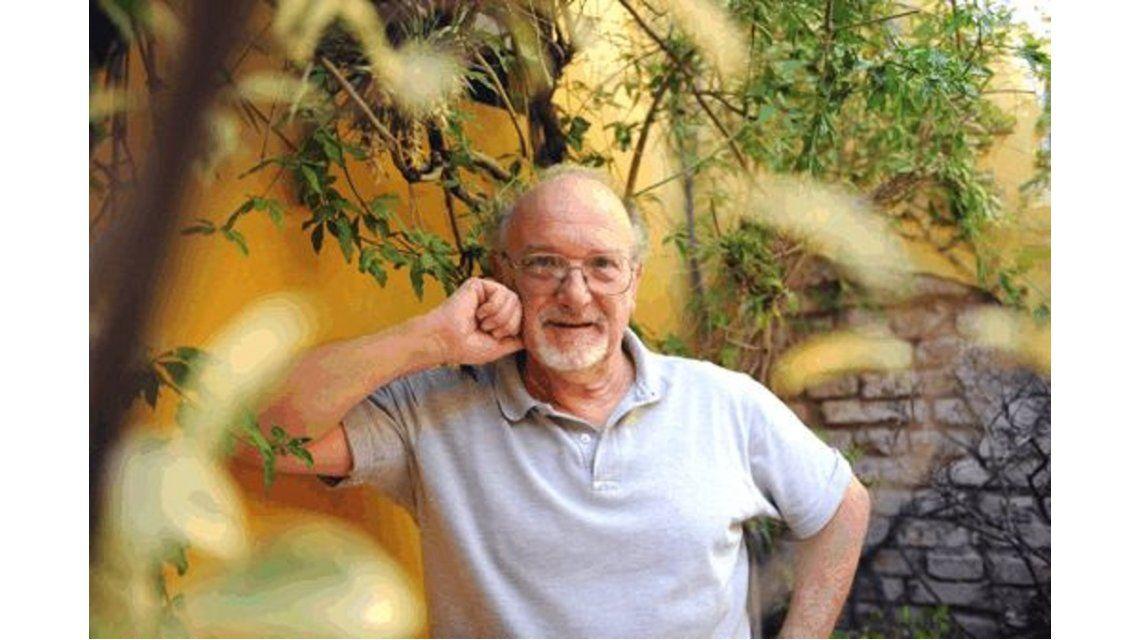 Rolando Martiñá presenta Cuentos de todos los amores