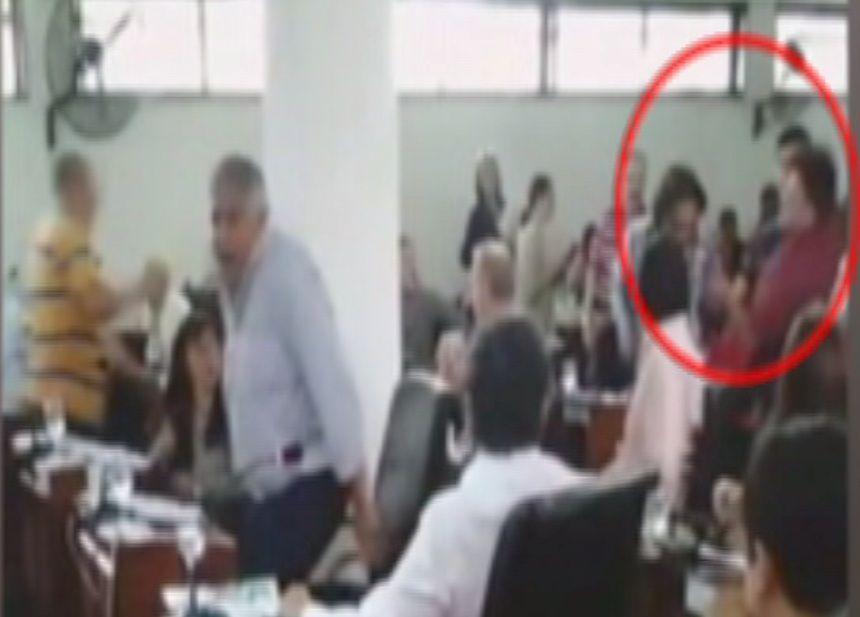 Escándalo en Florencio Varela: concejales fueron agredidos a golpes por una patota