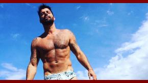 Ricky Martin, muy hot en la playa.