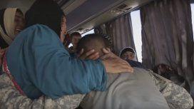 Soldado iraquí se reencontró con la madre luego de dos años