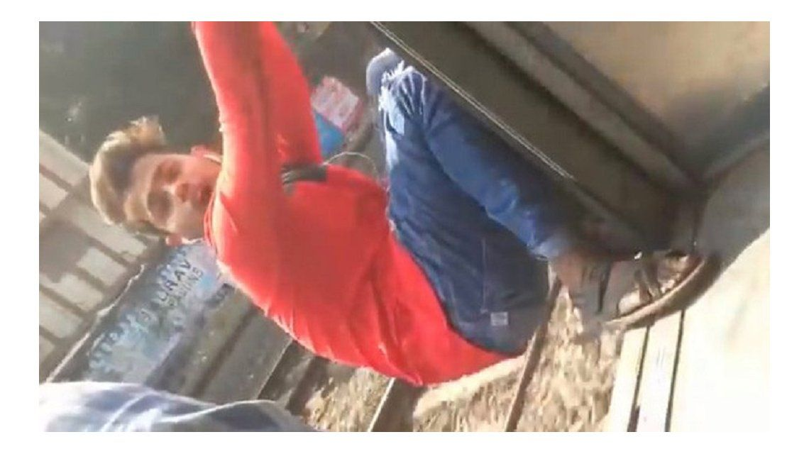 Un joven sufrió un terrible accidente en la India.