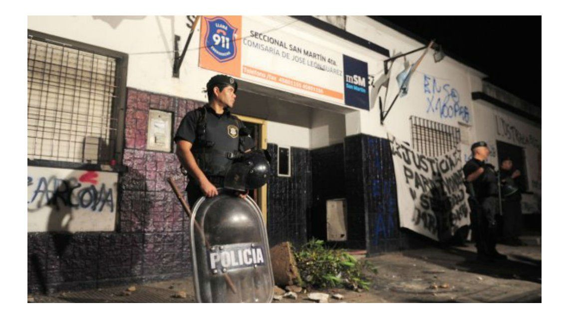 Cinco policías fueron detenidos acusados de instalar un desarmadero en una comisaría de San Martín.