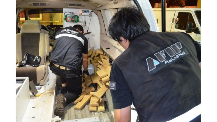 La AFiP detectó 260 kilos de marihuana ocultos en una ambulancia