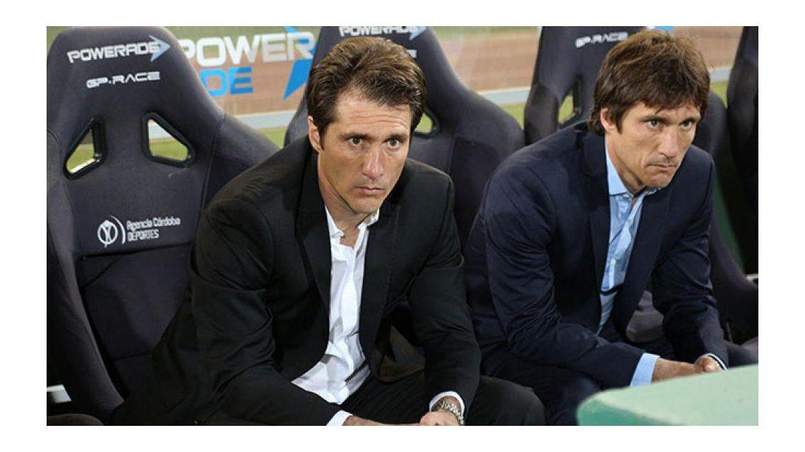 Guillermo Barros Schelotto y Gustavo Barros Schelotto en el Mario Alberto Kempes durante la derrota de Boca ante Rosario Central por 2 a 1