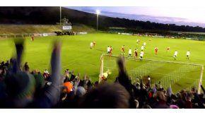 El Whitehawk marcó un golazo ante el Stourbridge justo cuando el árbitro dio por terminado el partido.